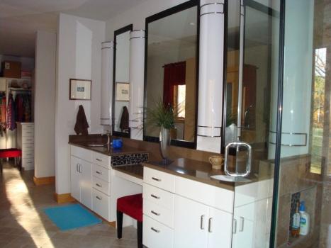 white-cabinets-dark-sinks